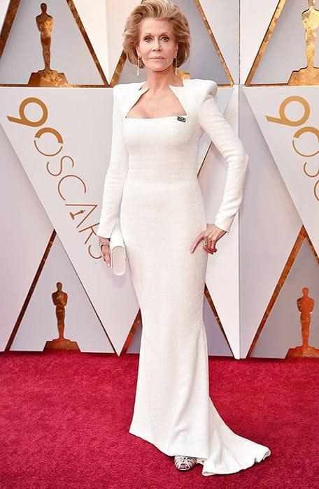Η διάσημη στάρ του Χόλυγουντ Jane Fonda φοράει παπούτσια Salvatore Ferragamo